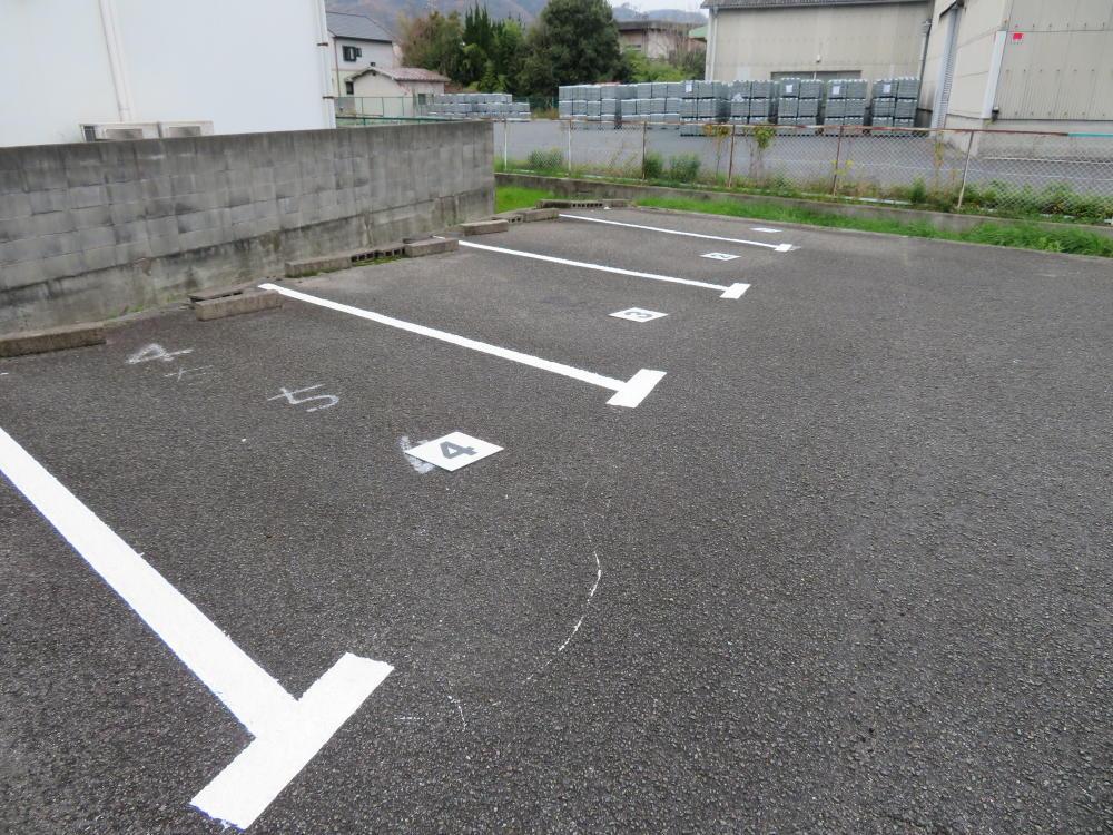 福山市レジデンス御幸様 駐車場ライン引き直し工事